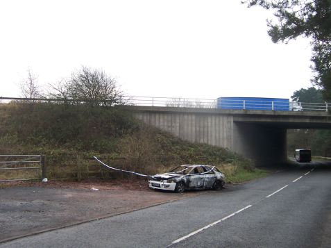 Dec 15, pic 19 burnt-out car by M42 bridge